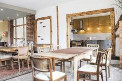 Gruppenraum mit angrenzender Küche