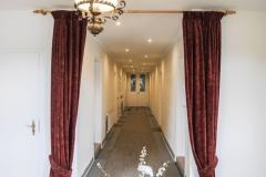 Der lange Flur verbindet die einzelnen Zimmer